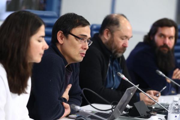 Режиссер Тимур Бекмамбетов и владелец Чайхоны №1, сооснователь QIWI Сергей Солонин представили блокчейн-проект vMeste