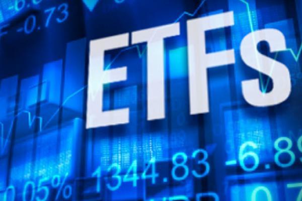 На прошедшей неделе пара компаний, функционирующих в качестве биржевых инвестиционных фондов (ETF), обратилась с заявкой в американскую комиссию по ценным бумагам и биржам о получении разрешения на реализацию проектов, основанных на блокчейн технологиях. ________________________________________ Reality Shares Advisors, дочерняя структура Reality Shares, намерена сотрудничать с Nasdaq Inc. в сфере предложения ценных бумаг различным блокчейн-компаниям. Аналогично, другая фирма Amplify Trust заявилась на получ