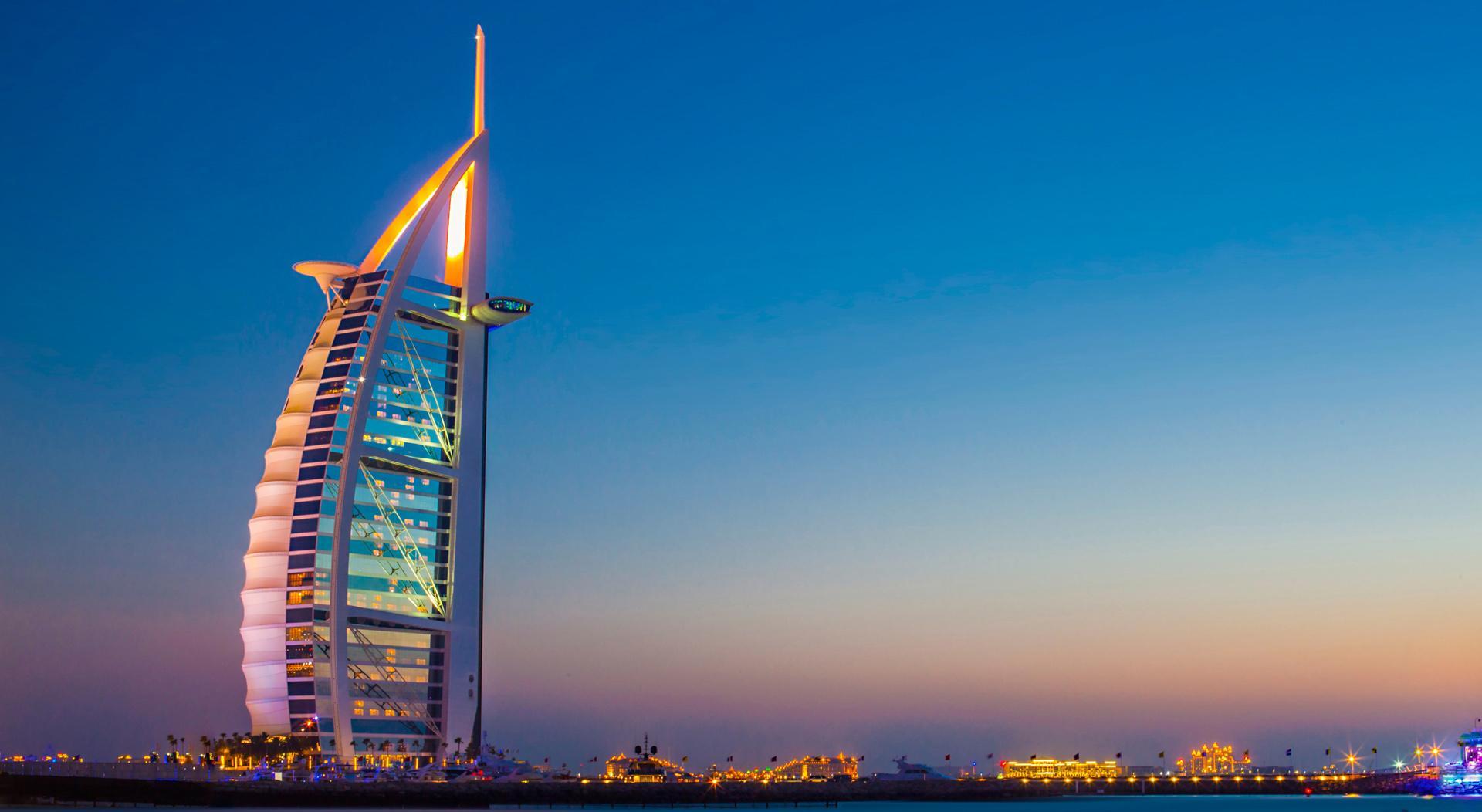 emCash можно будет оплачивать счета ЖКХ и покупки в магазинах Дубая