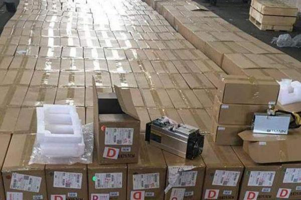 Киевские таможенники задержали 200 майнеров