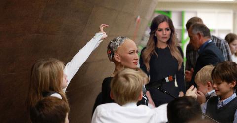 Почему робот София любит Россию?