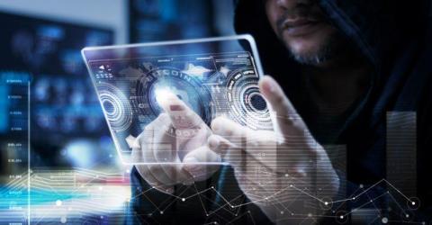 Британский хакер осужден на 10 лет за продажу краденых банковских данных за криптовалюту