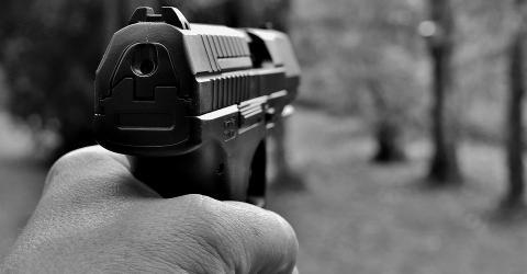 В Тайване майнеру за долги прострелили лодыжку