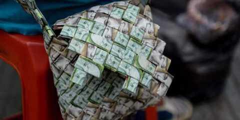 Местные власти Венесуэлы выпускают собственные валюты